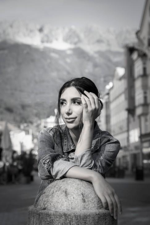"""Mahta stammt ursprünglich aus Persien: """"geboren wurde ich auf einer Insel, jetzt lebe ich zwischen den Bergen und fühle mich hier frei und gleichzeitig geborgen"""""""