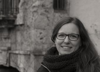 Jana, Grafik-Designerin, Kampfsportlerin (Kick-Box Staatsmeisterin 2016): Innsbruck ist mein Sportplatz, meine Kraft- und Inspirationsquelle. Faszinierend finde ich auch, dass die Unmengen an Baustellen immer wieder Dinge vergangener Tage ans Licht bringen und uns so unweigerlich mit der Geschichte dieser einzigartigen Stadt auseinandersetzen lässt.