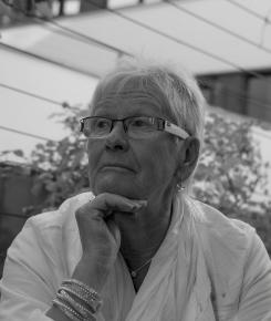 """Margit, pensionierte Geschäftsfrau: """"Es ist schade, dass Wohnraum in Innsbruck so teuer ist und damit gerade für junge Familien fast unleistbar geworden ist. Ich lebe sehr gerne in dieser Stadt."""""""