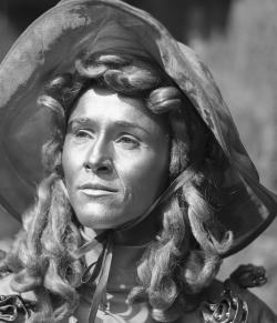 """Maria, lebende Statue: """"Innsbruck meine Perle der Alpen"""""""
